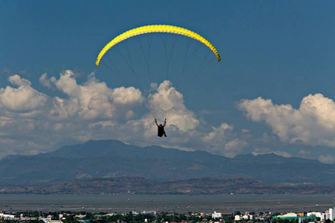 Cradling the wind with Airsports Adventure Philippines. Photo by Winston Baltasar